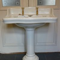 Large Basin And Pedestal By Twyfords C 1900