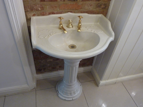 French Basin & Pedestal C.1880