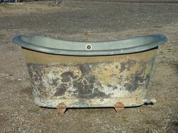 French Copper Bateau Bath on Cast Iron Feet C.1820